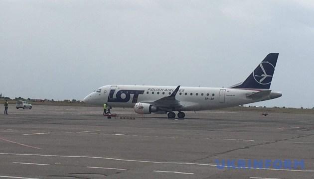 Польская авиакомпания открыла регулярные рейсы между Варшавой и Запорожьем