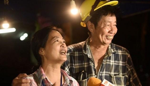 В Таиланде нашли футбольную команду, которую искали в пещерах 9 дней