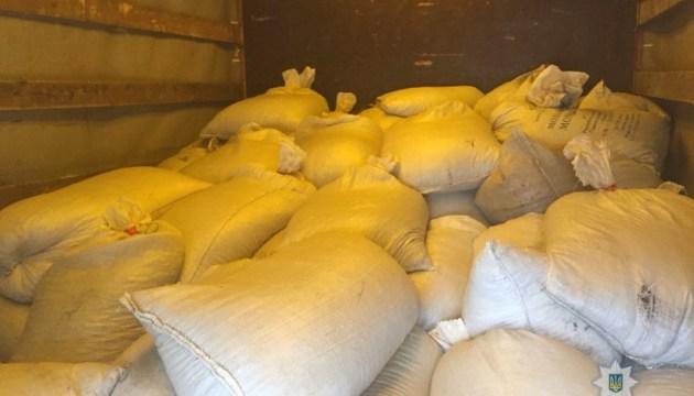 На Житомирщине полицейские задержали грузовик с более чем двумя тоннами янтаря