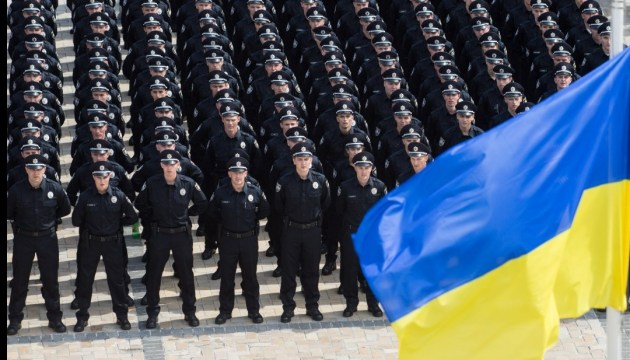 Poroshenko, Groysman congratulate National Police officers on professional holiday