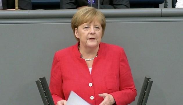 Меркель признала, что проблема мигрантов сложнее, чем финкризис 10 лет назад