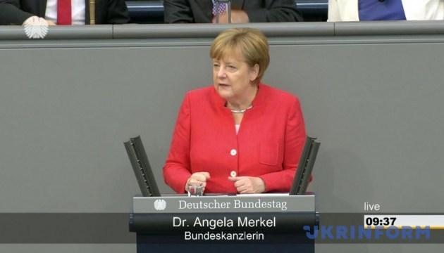 Меркель о кризисе беженцев: Нам нужен юридически приемлемый ответ