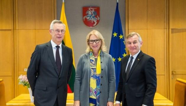 Литва попытается помочь в посещении МККК украинских политзаключенных
