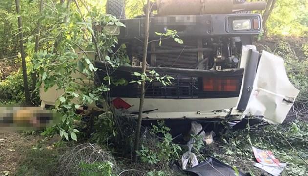 В Запорожской области перевернулся военный тягач, водитель погиб
