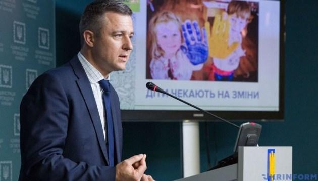 Детский омбудсмен рассказал, как изменится процедура усыновления сирот в Украине