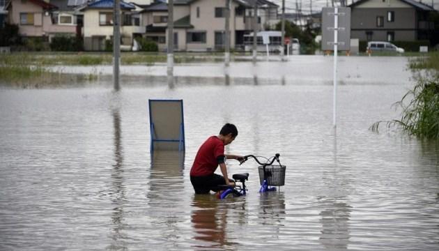 В Японії через зливи евакуювали понад 100 тисяч осіб