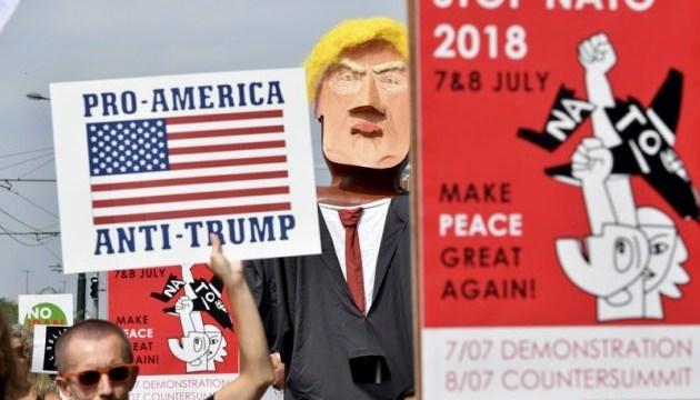 В Брюсселі мітингували проти приїзду Трампа на саміт НАТО