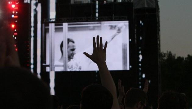 Лідер гурту «Бумбокс» підтримав Сенцова під час Atlas Weekend