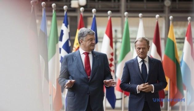 Poroschenko ruft zur Verschärfung der Sanktionen gegen Russland wegen Kertsch-Brücke auf