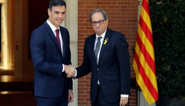 Премьер Испании провел первую встречу с лидером Каталонии
