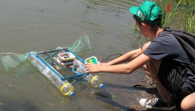 В Запорожье протестировали робота, который создали школьники для очистки Днепра