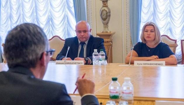 Entminung und Gefangene im Schwerpunkt des Treffens mit IKRK-Vertreter