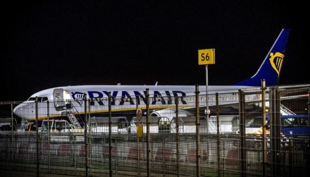 """Самолет Ryanair эвакуировали из-за """"инструкции"""" по изготовлению бомбы"""