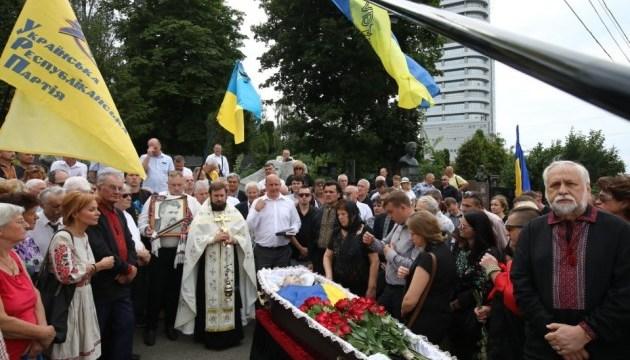 Украина попрощалась с Левком Лукьяненко