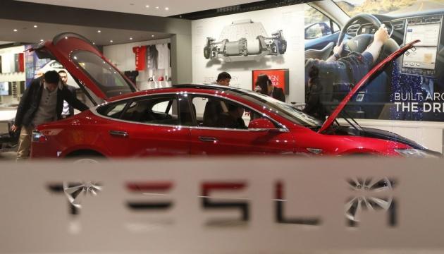 Омелян розповів, коли Tesla може вийти на український ринок