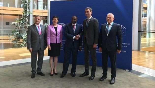 In Straßburg Abkommen über Qualitätsaudit des Flughafens Uschhorod unterzeichnet