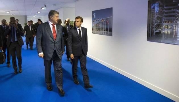 Порошенко говорив з Макроном про звільнення Сущенка, Сенцова й Балуха