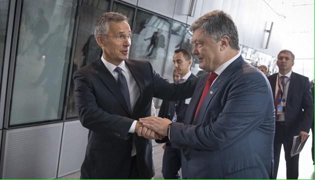 Порошенко доволен итогами саммита НАТО: Мы далеко продвинулись вперед