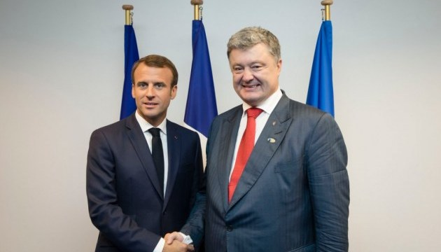Poroshenko, Macron discuss possibility of intensifying negotiation process within Normandy format