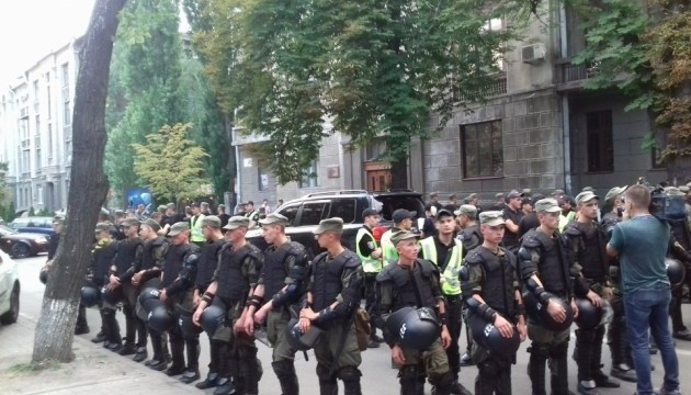 Ситуация на Шелковичной спокойная, инцидент с наездом выясняет полиция
