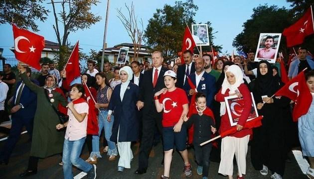 Уряд Туреччини закликає вийти на мітинг в річницю спроби перевороту