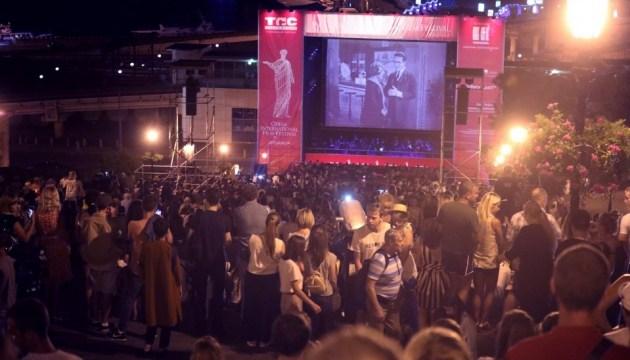 На Потемкинской лестнице в Одессе показали легендарное немое кино