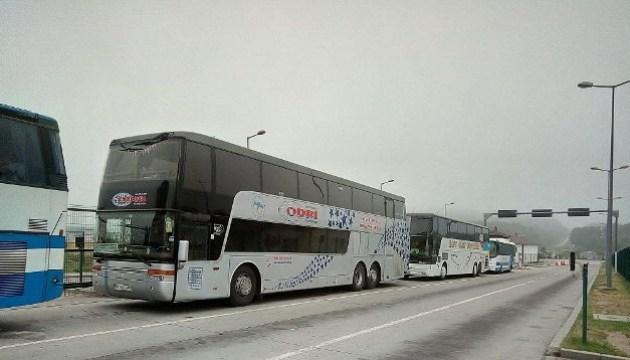 Десятки автобусів із українськими туристами