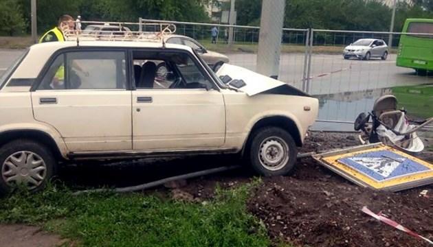 У Харкові померло немовля, у візочок якого врізалося авто