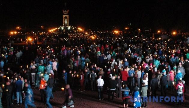 За Україну на прощі у Зарваниці моляться понад 100 тисяч паломників
