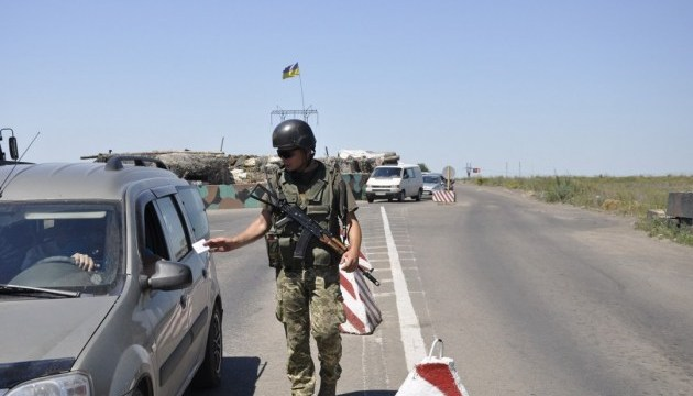 В пунктах пропуска на Донбассе в очередях - 90 авто