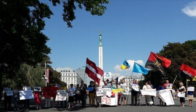Performance in support of Ukrainian political prisoners held in Riga