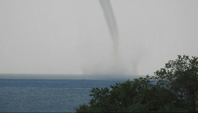 Tornado über dem Meer in Berdjansk – Bilder, Video