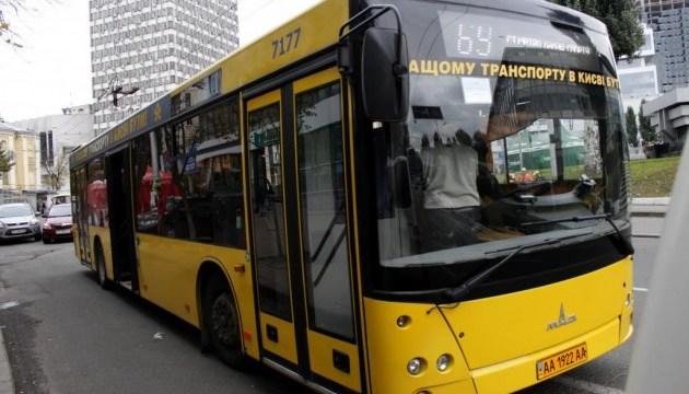 Три столичні автобуси повертаються на старі маршрути