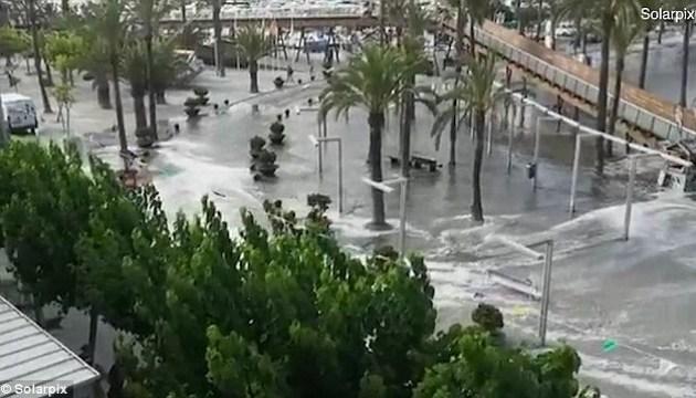 По кількох іспанських островах вдарило міні-цунамі