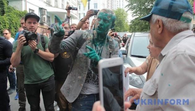 Копи затримали чоловіка, який облив Шабуніна зеленкою