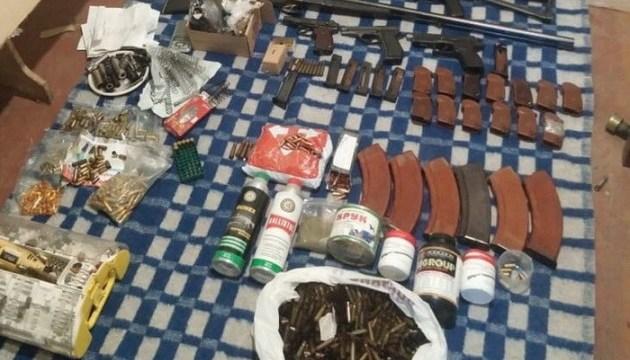СБУ перекрила незаконний збут зброї з ООС