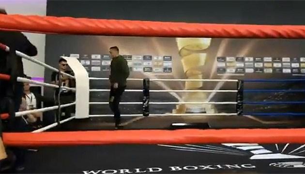 Бокс: Усик отказался от открытой тренировки в Москве перед боем с Гассиевым