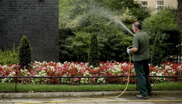 В Англії через посуху будуть економити воду на поливі та митті машин