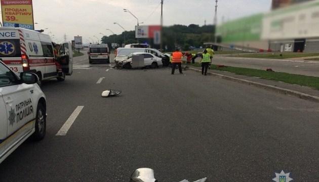 В Киеве Mercedes выехал на встречку и влетел в Lanos: двое погибших