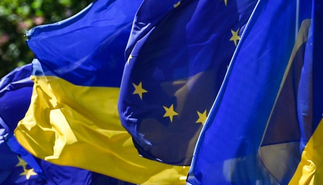 Poroshenko submits to Parliament draft constitutional amendments on EU, NATO membership