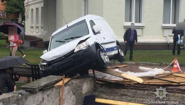 В центре Полтавы водитель въехал в подземный переход, погиб мужчина