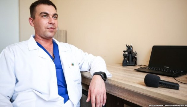 Український нейрохірург створив унікальний імплантат для лікування травм шиї