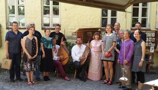 Українці Таллінна подякували естонським волонтерам за допомогу Україні