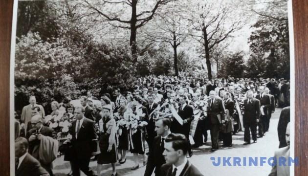Івано-Франківський музей отримав унікальні фото керівника ОУН Коновальця