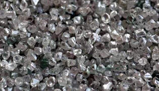 Під земною корою виявили кілька квадрильйонів тон діамантів