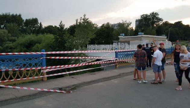 У Сумах обвалилася огорожа головного мосту через Псел