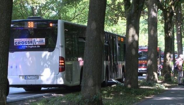 В Германии мужчина устроил резню в автобусе, 14 раненых