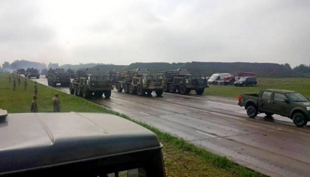 El ejército muestra equipo que participará en el desfile militar el Día de la Independencia (Fotos)