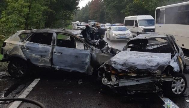 Страшна ДТП під Києвом: унаслідок аварії заживо згоріла ціла родина