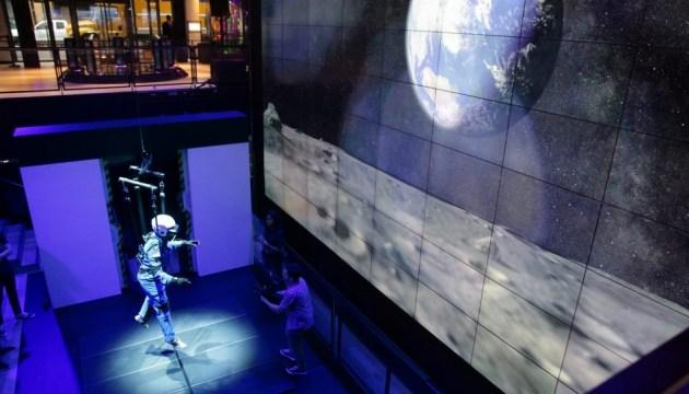 Samsung создала 4D симулятор миссии на Луну
